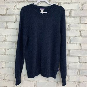 Patagonia Men's V-Neck Lambswool Sweater   Size M